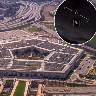 Former CIA Director Believes In UFOs & His Friend's Aircraft Stopped At 40,000 Feet In The Air