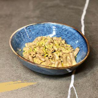 Cannolicchi integrali al pesto di pistacchi e menta