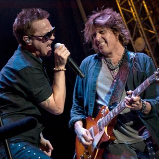 """""""Don't Let Anyone Tell You There Isn't Any Good Music Out There"""" Dean Deleo of STP"""