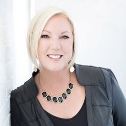 Michelle Jacobik-Financial Coach and Mentor on Solutions to Save Your Financial Life