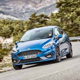 Psykopaten Ford Fiesta ST og dens ekstremt fornuftige bror Fiesta Active – med Anders Berner