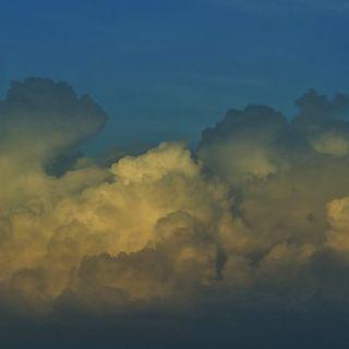 El Hacedor De Nubes por Pavel Velasco