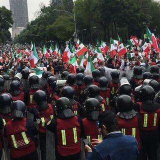 Desaloja policía a manifestantes contra López Obrador