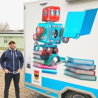 Mehdi Bouallala för ut de digitala verktygen till fritidsgårdarna