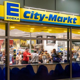 Edeka, air passengers, Luke catch up, Supermarket Sweep, Jerry Springer.  EP 108