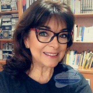 """La Dra. Rosa Argentina Rivas Lacayo con el tema: """"Tristeza o Depresión""""."""