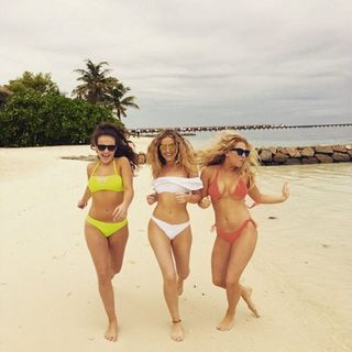 (iHeart Radio ) #RRS - Perrie Edwards Enviable Abs causes Civil Wars
