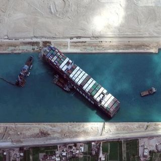 Ever Given libera: riparte la navigazione nel Canale di Suez