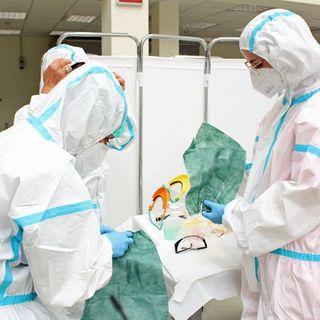 Coronavirus, 16.999 nuovi positivi e 887 morti. Natale, possibile deroga al divieto di spostarsi