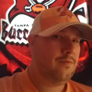 The Great @BuccoBruce83 joins @latenightparent to talk #NFL