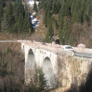 Altro salto nel vuoto dal ponte altopianese. E' il terzo in un mese, muore 28enne