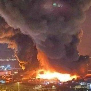 Enorme incendio al porto di Ancona, il Comune chiude scuole, università, parchi e impianti sportivi