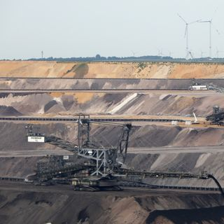 Migliaia di giovani hanno manifestato contro il carbone in Germania