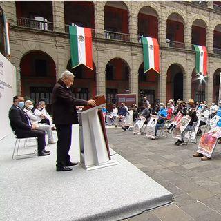Se compromete presidente a resolver caso Ayotzinapa