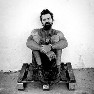 Ci ha lasciati Pau Donés, cantautore, chitarrista e leader degli Jarabe De Palo. A lui dedichiamo questa puntata, che poi ci porterà al 1998