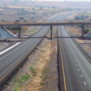 AMLO pide a gobernadores dar mantenimiento a carreteras