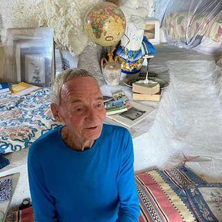 Gisbert, l'eremita tedesco che vive in una grotta