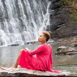 Wellness Woman 40 and Beyond : Increasing Your Self-Love and Self-Care Through Holistic Living