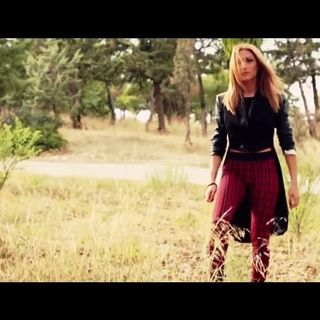 Στέλλα Καλλή - Έτσι κάνω εγώ - Stella Kalli - Etsi kano ego - Official Video Clip (HQ)