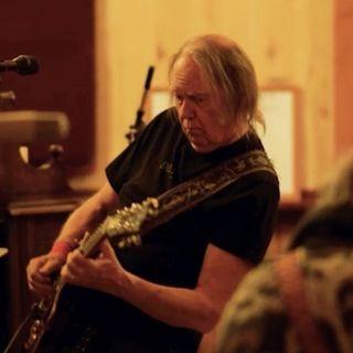 Neil Young annuncia l'arrivo di un nuovo album e di un film