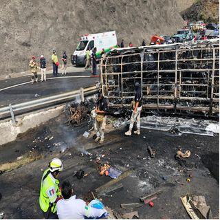 15 muertos y 22 heridos por choque en Cumbres de Maltrata