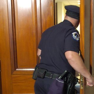 Episode 1252 - SCOTUS Case May Determine If Police Can Enter Your Home WITHOUT a Warrant