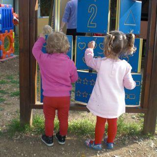 """Sostegno ai neogenitori: tre proposte gratuite per """"educarsi"""" a ben educare i figli"""