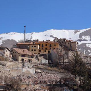 """Sisma, viaggio a Castelluccio di Norcia, """"paese senza futuro"""" (di Gianluigi Basilietti)"""