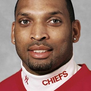 "Eric Warfield, Chiefs & Huskers Champion, Shares Pivot Point in Career, ""I was not just a starter, I was a leader."""
