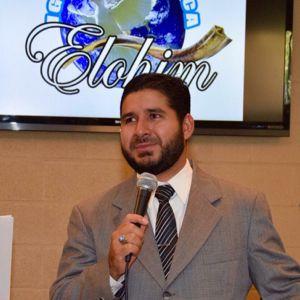 Pastor Enrique Chicas vigilia 2014