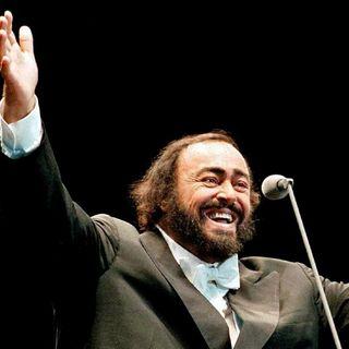 Tutto nel Mondo è Burla Estate  - stasera all'opera Luciano Pavarotti canta G. Donizetti