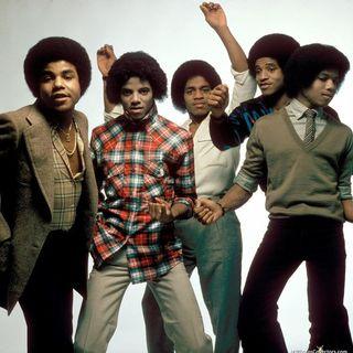 """Michael Jackson: Tito e gli altri suoi fratelli starebbero lavorando ad un nuovo disco di inediti di Jacko. Parliamo poi della hit """"Beat it"""""""