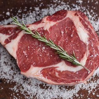 Bologna, la macellaia Irene Toni: «Nella mia Porca Vacca gli animali sono allevati in modo etico»