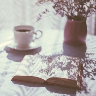 Gaia Nanni legge 3 libri misteriosi