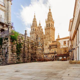 Te contamos un cuento, buenas noticias y viajamos hasta Santiago de Compostela - 7 Días X Delante 21122020