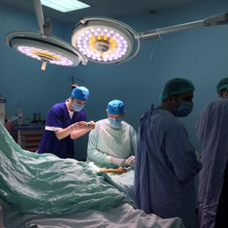 Coronavirus, medici contagiati durante intervento estetico