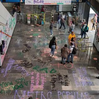 Mujeres encapuchadas realizan destrozos en la estación del Metro Chabacano