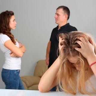 Me quiero ir de casa por culpa del hijo de la pareja de mi mamá