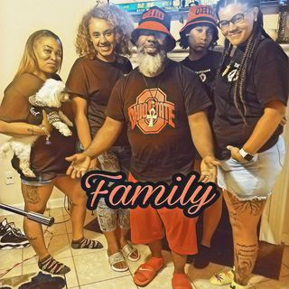 Friday Night Live with ManDeleon: Live with the Family