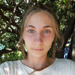 """""""Basta greenwashing e ascoltiamo la scienza. Contro la crisi climatica non possiamo indugiare""""-  Itw Laura Vallaro Fridays for future"""