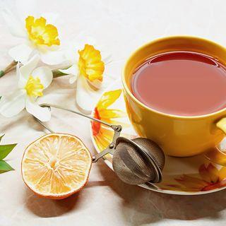 Mescolando del buon tè