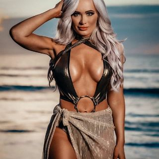 WWE's Scarlett Posts Instagram Photo In Super Revealing Outfit 😍😍😍😍😍