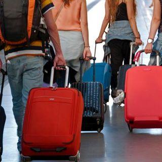 I Giovani italiani lasciano l'Italia per le università in Uk, ecco il perchè.