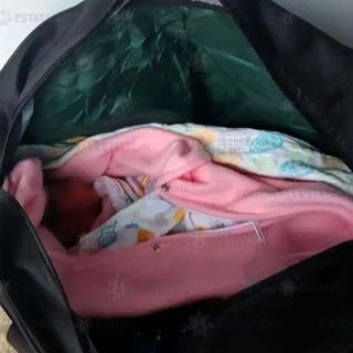 Abandonan a bebé recién nacida en estacionamiento de un centro comercial