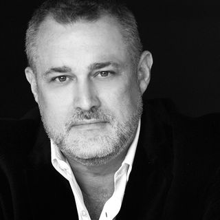 The Making of a Hero Executive with Jeffrey Hayzlett, Entrepreneur, Speaker and Best-selling Author (MDE323)