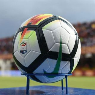 Serie A: domani l'incontro che decide il futuro del calcio italiano