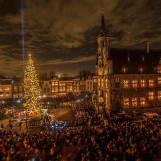 Gouda ed Edimburgo, la luce nelle festività natalizie