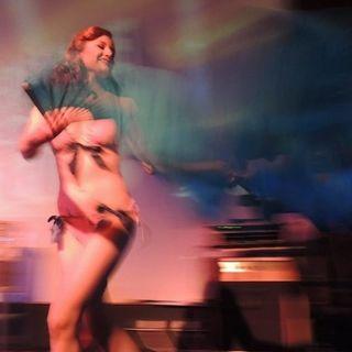 Stefania Bongiovanni, Burlesque performer e blogger