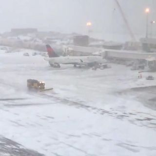 Denver cancela 475 vuelos por tormenta de nieve