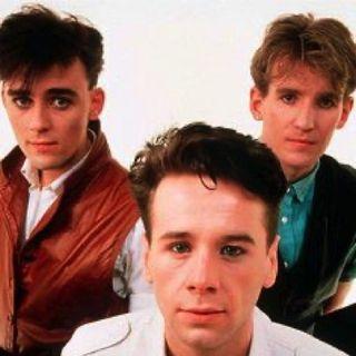 """Parliamo dei SIMPLE MINDS per ricordare come è nato il singolo """"Don't You (Forget About Me)"""". Andiamo quindi al 1985...."""